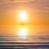 Resumen antecedentes con mar amanecer y yate — Vector de stock