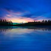 Abstrait avec le lac de la forêt et le lever du soleil — Vecteur