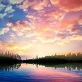 Abstrakt natur bakgrund med soluppgång på skogstjärn och moln — Stockvektor