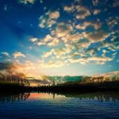Abstracte aard achtergrond met zonsondergang en wolken — Stockvector