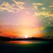 Abstrakt solnedgång bakgrund med skogstjärn och moln — Stockvektor