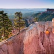 Standstone cliffs at sunrise in Bryce Canyon — Stock Photo