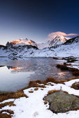 Monte Rosa an Lykamm mountain peak at sunset from Riffelsee — Stock Photo