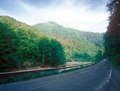 Droga przez góry. — Zdjęcie stockowe