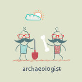 Archaeologist holding a shovel and another archaeologist has bone — Stock Vector