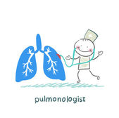 Pulmonologist listens body lungs — Stock Vector
