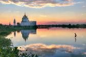 Budist tapınağı u bein köprüsü yakınlarında — Stok fotoğraf