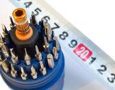 Strumenti cacciavite con measuretape — Foto Stock