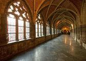 Interior de uma catedral medieval agradável — Fotografia Stock