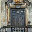 Nice door in the old town of Brussels — Stock Photo