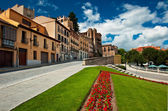 Houses with flowers in Segovia — Stock Photo