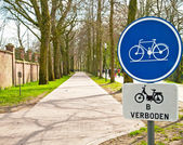 Bicycle sign with bicycle path — Stock Photo