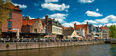 Houses along the canals of Brugge — Stock Photo