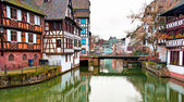 Nice canal with houses — Stock fotografie