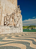 Monument for the conquerors is a famous sight in Lisbon — Stock Photo