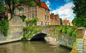 Nice canal with houses — Stockfoto
