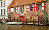 Nice canal with houses — Stock Photo