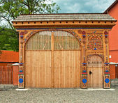 Traditional old wooden carved gate — Stok fotoğraf