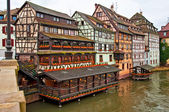 Nice canal with houses in Strasbourg, France. — Foto Stock
