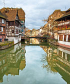 Nice canal with houses in Strasbourg, France. — Stock fotografie