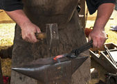 Blacksmith forged iron smith anvil hammerman — Foto Stock