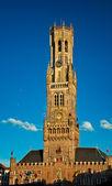 Gamla medeltida torn med klocka — Stockfoto