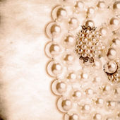Grunge pearl necklace background — Stock Photo