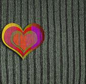 Hart op groene gebreide wol achtergrond — Stockfoto