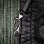cuoio, nastro metallico e sfondo di lana a maglia — Foto Stock #23461220