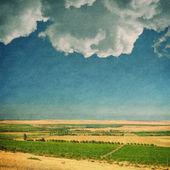 Alan ve gökyüzü ile dokulu eski kağıt arka plan — Stok fotoğraf