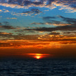 Beautiful bright sunset on the sea — ストック写真