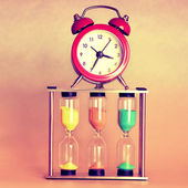 Hourglass and alarm clock — Stock Photo