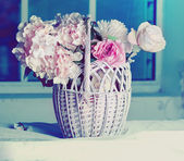 Roses in wicker basket — Стоковое фото