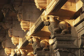Columns with the relief of mythical beasts, Ramanathaswamy Temple in India — Stock Photo