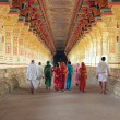 Indian pilgrims in Ramanathaswamy Temple — Stockfoto
