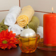 Spa candles, towels and flower — Stock Photo