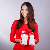 Portrait beauty young girl with christmas gift — Stock Photo