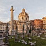 Sun setting on Trajans column Rome — Stock Photo