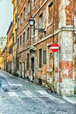 Narrow street in Rome — Stock Photo