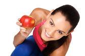 Adolescente morena feliz com a apple no fundo branco — Fotografia Stock