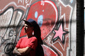 Rapper leaning on a Wall — Stockfoto