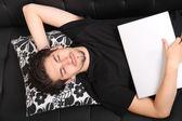 En el sofá — Foto de Stock