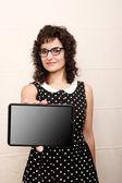 Kvinna med en tabletpc — Stockfoto
