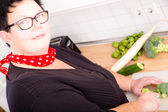 Woman cutting broccoli — Stock Photo