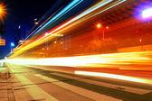 Provoz ve městě, v noci — Stock fotografie