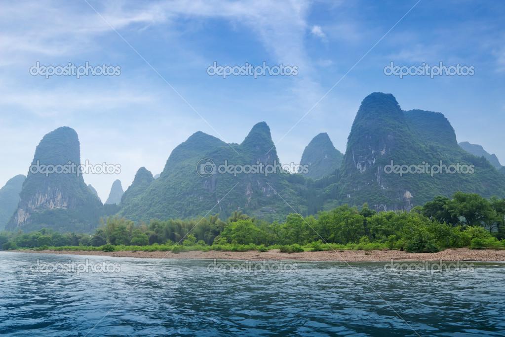美丽余长河喀斯特山风景在阳朔桂林,中国— photo by liufuyu
