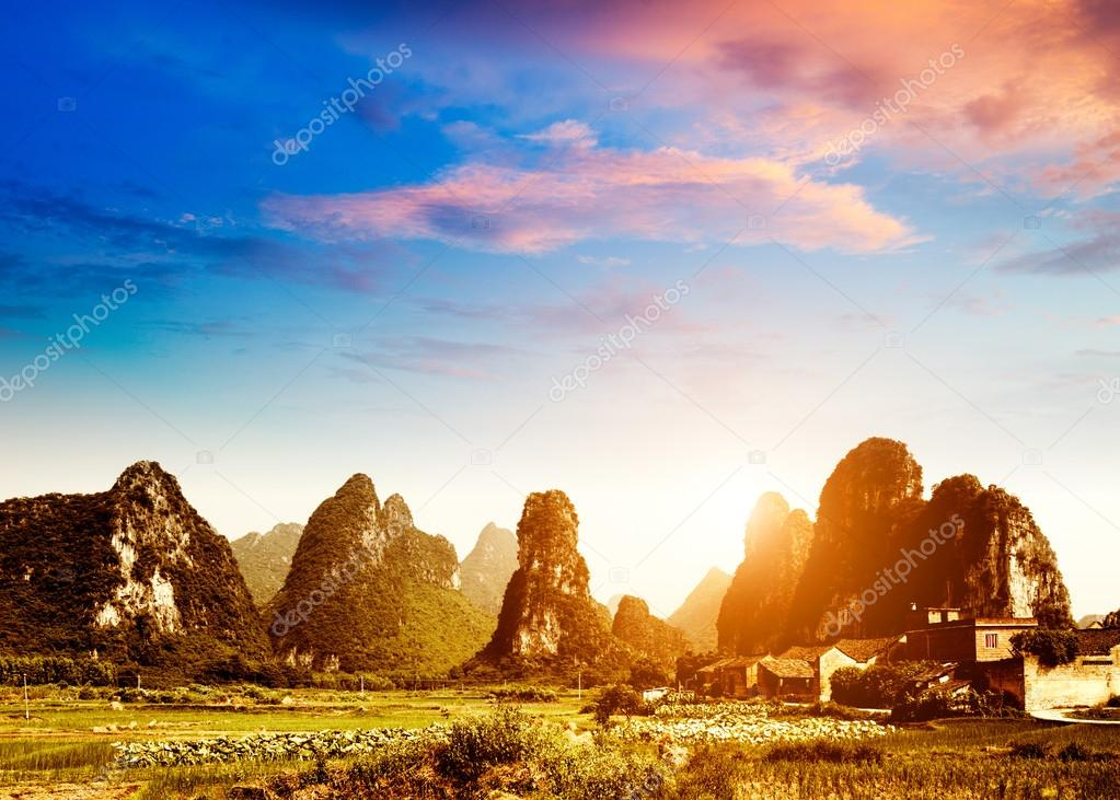 在桂林,中国的农村风景日落– 图库图片