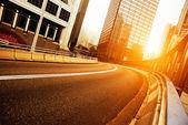 公路和城市 — 图库照片