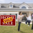 Sold Real Estate Sign and Hispanic Family in Front of House — Stock fotografie #13379190