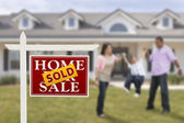 Sold Real Estate Sign and Hispanic Family in Front of House — Stock Photo
